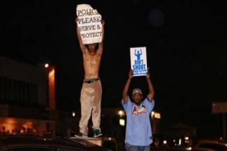 ABDde bir polis siyahi bir genci vurdu