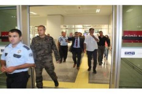 Serbest bırakılan özel harekat polisi İzmir'de