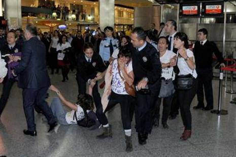 Atatürk Havalimanında Kobani eylemi