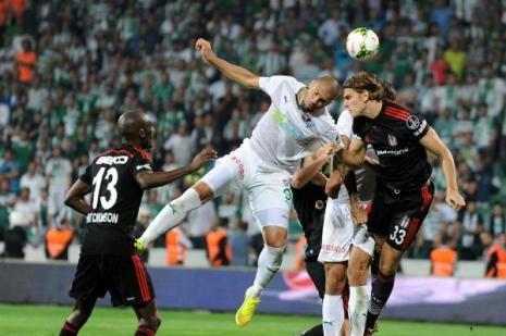 Bursaspor-Beşiktaş maçı bitti saha karıştı