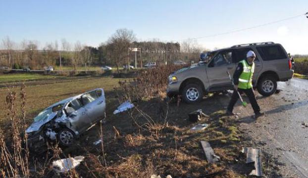 Cip otomobile çarptı: 2 ölü