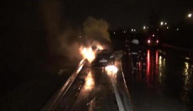 Araç yanarak küle döndü