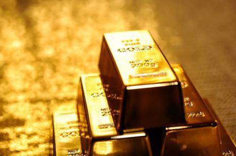 Altın 4,5 yılın en düşük seviyesine geriledi