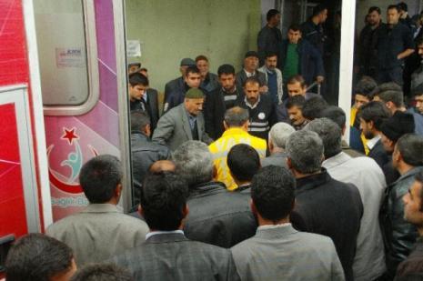 Askeri araçla okul servisi çarpıştı