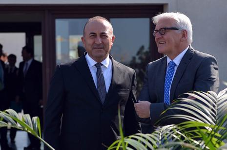 """Çavuşoğlu: """"Irak ve Suriye'deki savaşçılar Türkiye için tehdit"""""""