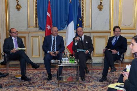 Dışişleri Bakanı Çavuşoğlu Pariste