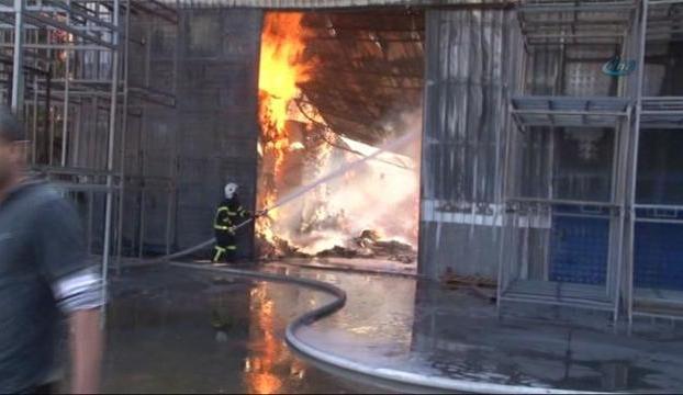 Karton fabrikasında yangın çıktı