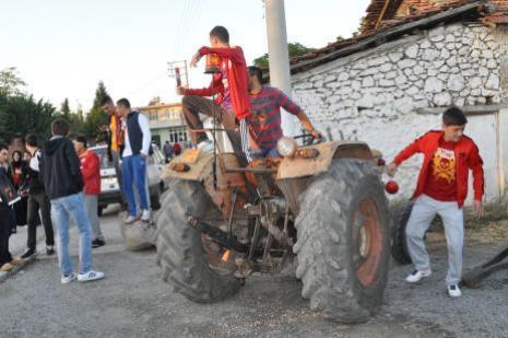 Galatasaray kafilesine sevgi gösterileri