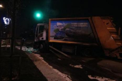 Göstericiler, Sultangazide çöp kamyonu yaktı