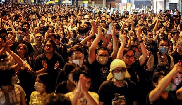 Hong Kongdaki gösteri alanları boşaltılıyor