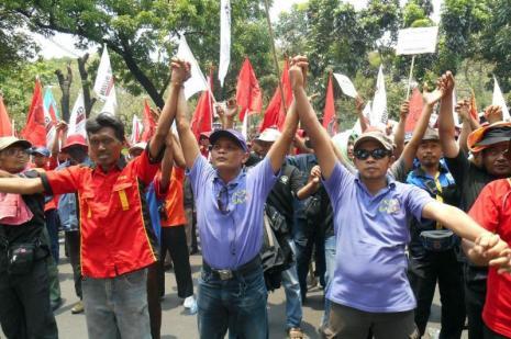 İşçiler grev başlattı