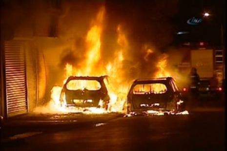 Başakşehirde 10 araç kundaklandı