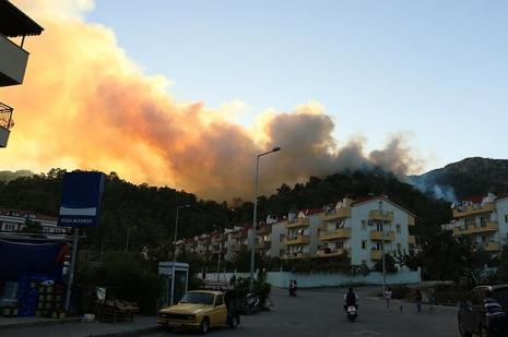 Marmariste orman yangını büyüyor