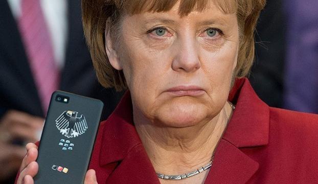 Merkelin cep telefonunu Blackberry üretecek