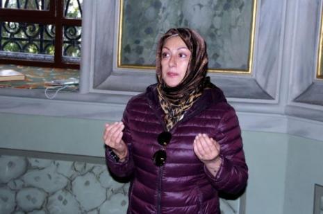 Muazzez Ersoy Zeki Müren'in mezarını ziyaret etti