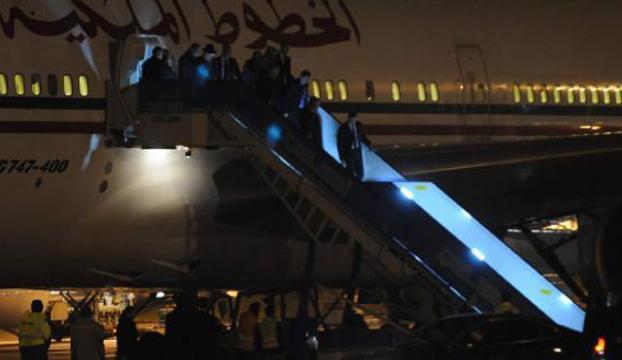 Kral, Türkiyeye 5 uçakla geldi