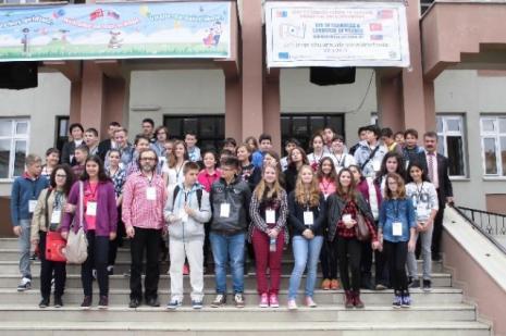 Slovak öğrenciler horon tepti