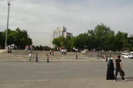 Taksim Meydanına tuvaletlerini yapıyorlar