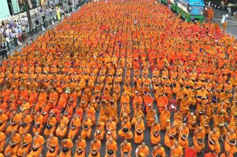 Tayland turuncuya büründü