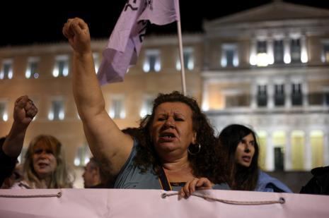 Yunan hükümeti güven tazeledi